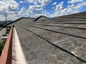 緩勾配のスレート屋根