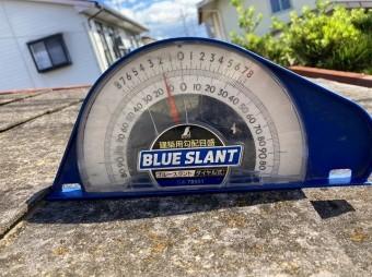 スレート屋根の勾配は2寸勾配(約11.3°)
