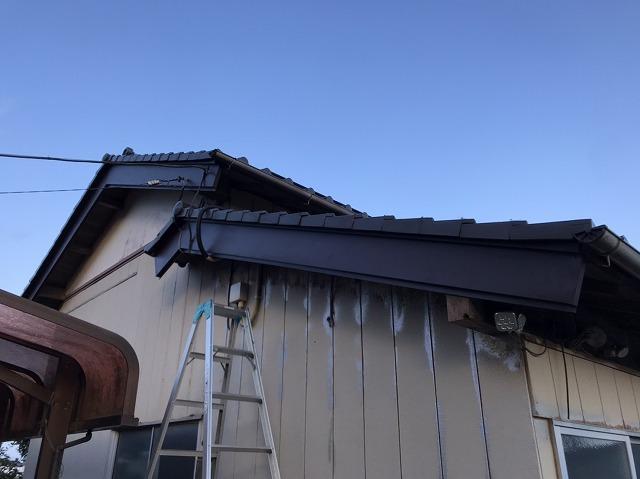 ガルバリウム鋼板を巻いた納戸の破風板
