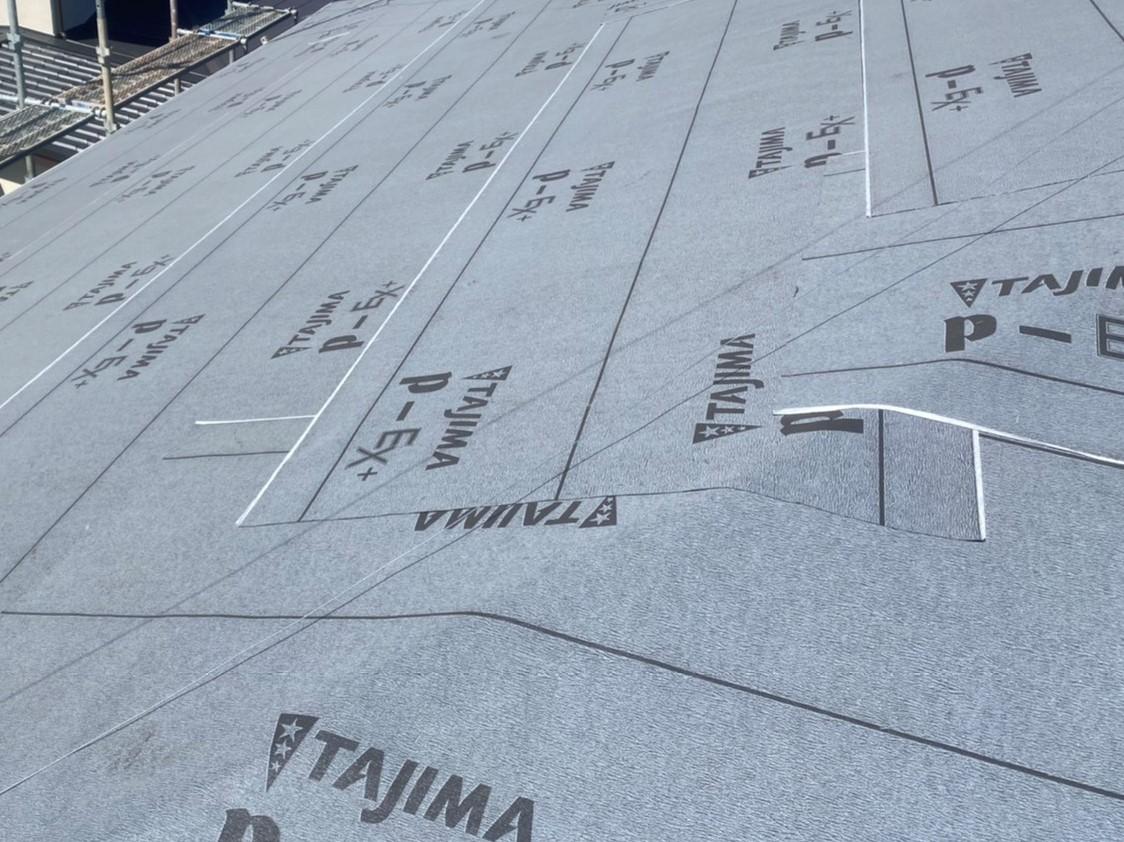 ルーフィングを貼り終えた那珂市の屋根