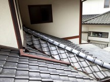 下屋根棟の七寸丸一本伏せが完了